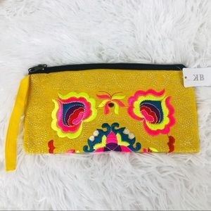 Wristlet embroidered cloth artisan stitching